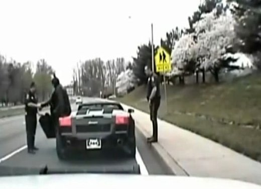 Batman guida una Lamborghini ma viene fermato dalla polizia - Foto 5 di 15