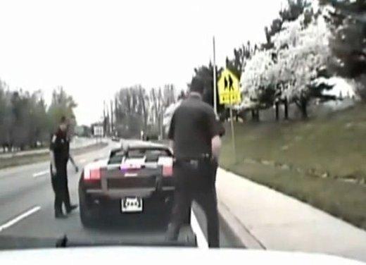Batman guida una Lamborghini ma viene fermato dalla polizia - Foto 3 di 15