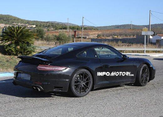 Porsche 911 foto spia degli ultimi test su strada - Foto 4 di 13