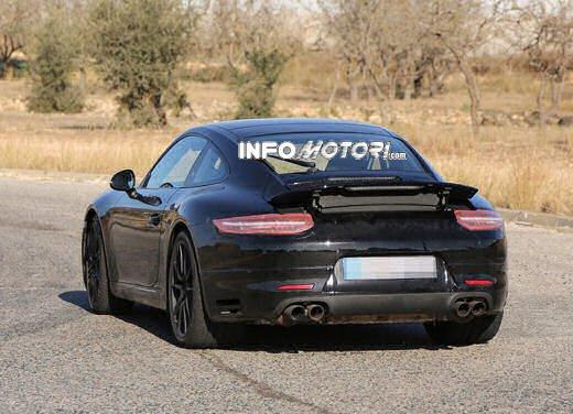 Porsche 911 foto spia degli ultimi test su strada - Foto 6 di 13