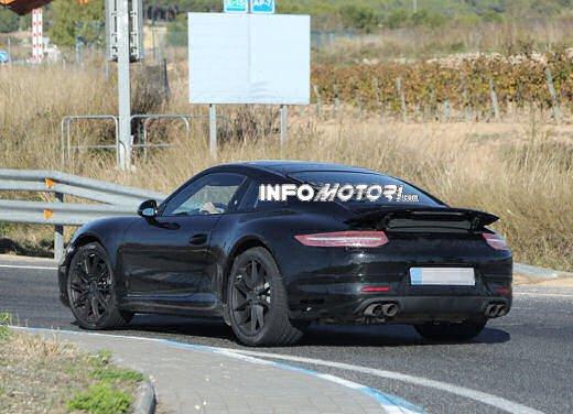 Porsche 911 foto spia degli ultimi test su strada - Foto 10 di 13
