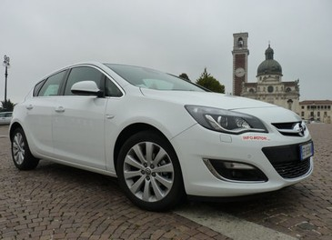 Opel Astra GPL Long Test Drive - Foto 13 di 22