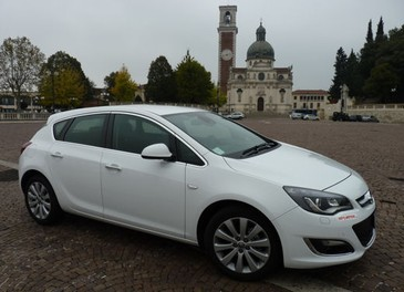 Opel Astra GPL Long Test Drive - Foto 1 di 22