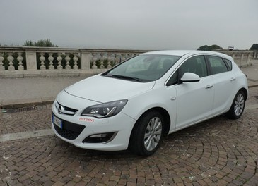 Opel Astra GPL Long Test Drive - Foto 3 di 22