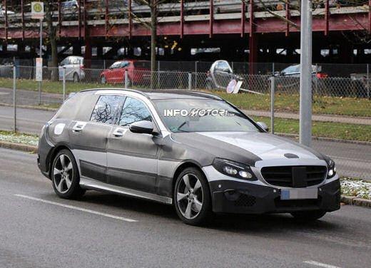 Nuova Mercedes Classe C station wagon 2014 spy - Foto 7 di 10
