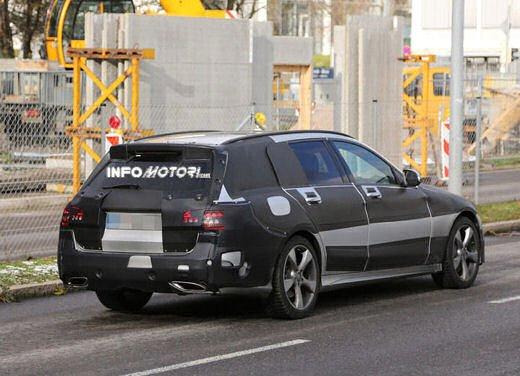 Nuova Mercedes Classe C station wagon 2014 spy - Foto 8 di 10