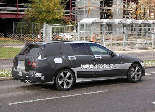 Nuova Mercedes Classe C station wagon 2014 spy - Foto 9 di 10