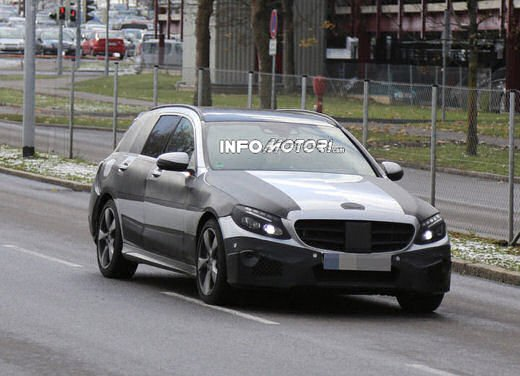 Nuova Mercedes Classe C station wagon 2014 spy - Foto 4 di 10