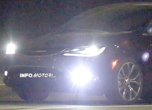 Chrysler 200, spiata senza veli la cugina della Lancia Flavia - Foto 8 di 13