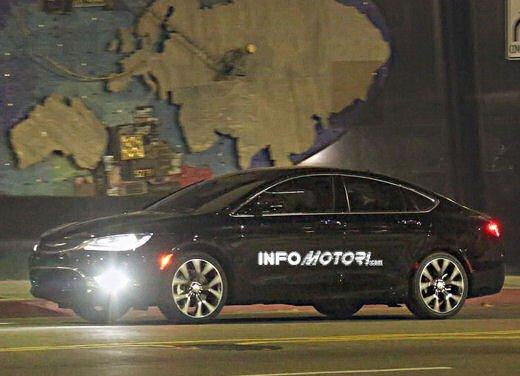 Chrysler 200, spiata senza veli la cugina della Lancia Flavia - Foto 4 di 13