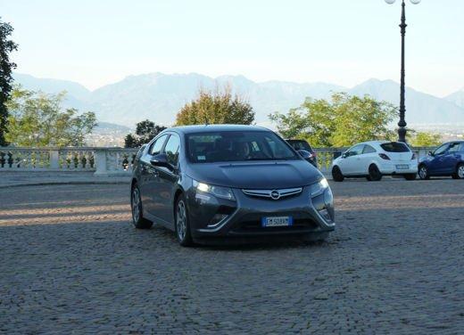 Opel Ampera provata su strada per oltre 500 km in modalità elettrica - Foto 15 di 25