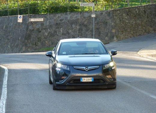 Opel Ampera provata su strada per oltre 500 km in modalità elettrica - Foto 19 di 25