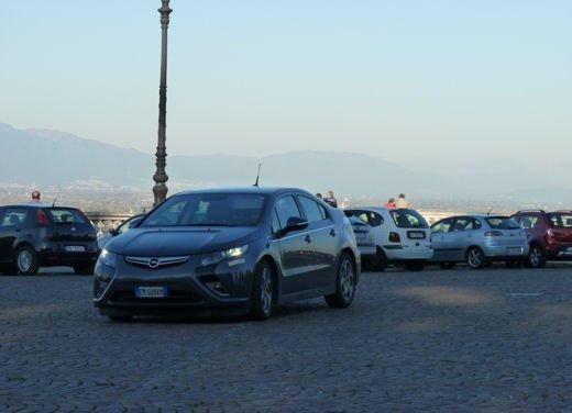 Opel Ampera provata su strada per oltre 500 km in modalità elettrica - Foto 10 di 25