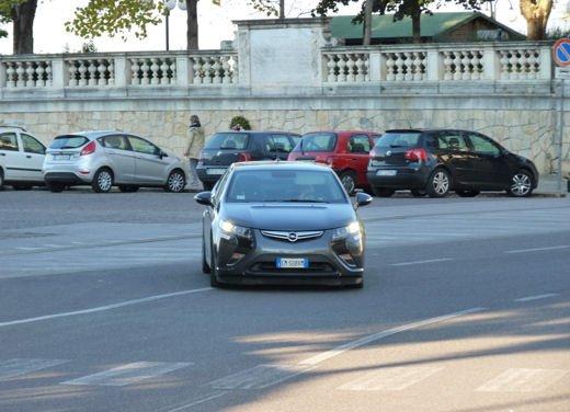 Opel Ampera provata su strada per oltre 500 km in modalità elettrica - Foto 22 di 25