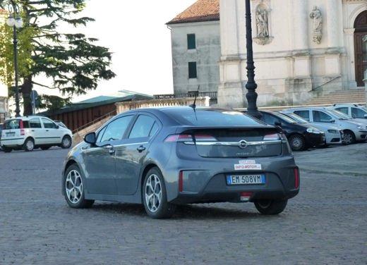 Opel Ampera provata su strada per oltre 500 km in modalità elettrica - Foto 23 di 25