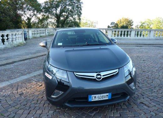 Opel Ampera provata su strada per oltre 500 km in modalità elettrica - Foto 1 di 25