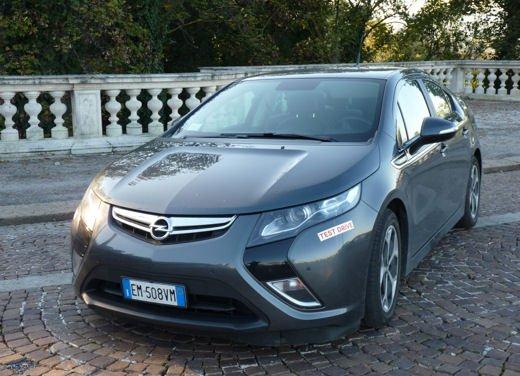 Opel Ampera provata su strada per oltre 500 km in modalità elettrica - Foto 2 di 25