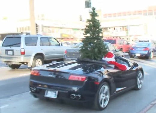 Babbo Natale arriva su una Lamborghini Gallardo Spyder - Foto 2 di 7