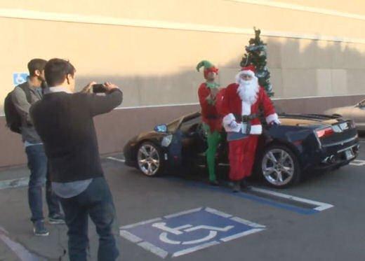 Babbo Natale arriva su una Lamborghini Gallardo Spyder - Foto 3 di 7