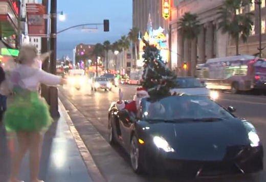 Babbo Natale arriva su una Lamborghini Gallardo Spyder - Foto 5 di 7