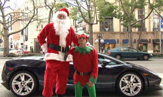 Babbo Natale arriva su una Lamborghini Gallardo Spyder - Foto 1 di 7