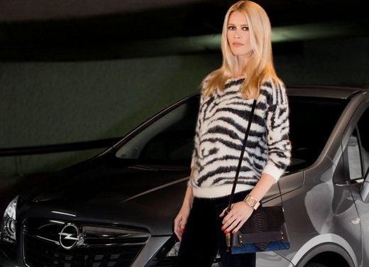 Opel sceglie Claudia Schiffer come Ambasciatrice Europea del Marchio - Foto 1 di 2