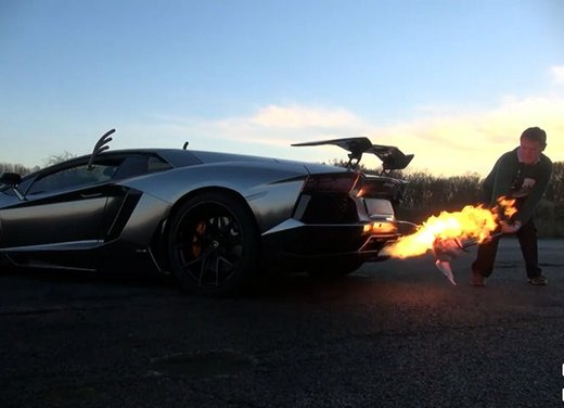 Come cucinare il tacchino di Natale con una Lamborghini Aventador - Foto 8 di 9