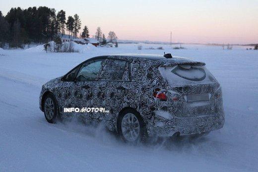 BMW Serie 2 Active Tourer nuove foto spia - Foto 6 di 7