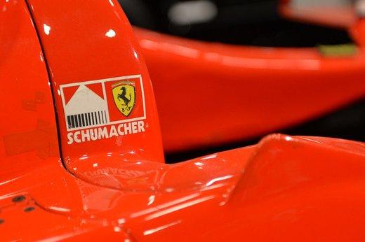 Ferrari F300 del 1998 di Michael Schumacher venduta all'asta per 1,7 milioni di dollari - Foto 14 di 17