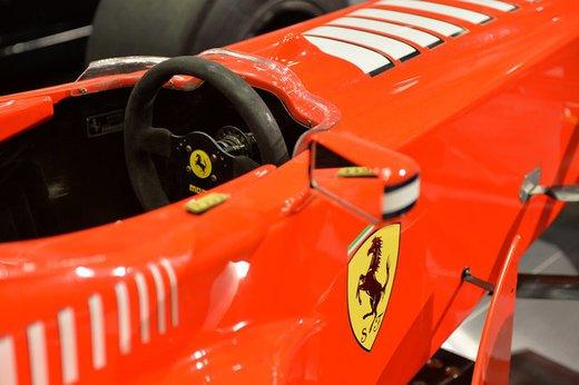 Ferrari F300 del 1998 di Michael Schumacher venduta all'asta per 1,7 milioni di dollari - Foto 16 di 17