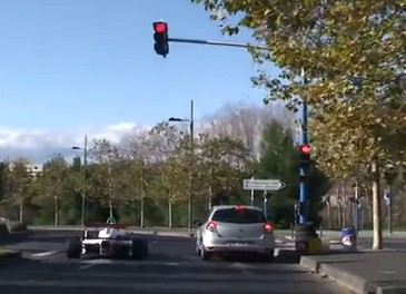 Le strade francesi trasformate in un circuito di Formula 1 - Foto 2 di 13