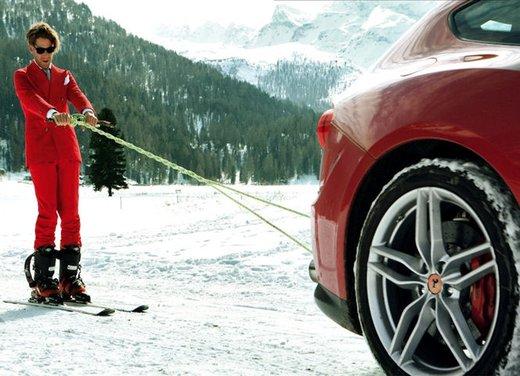 Lapo Elkann scia trainato da una Ferrari FF - Foto 2 di 3