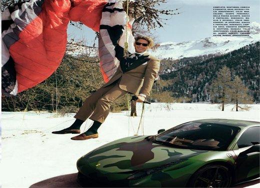 Lapo Elkann scia trainato da una Ferrari FF - Foto 3 di 3