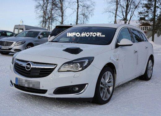 Opel Insignia foto spia dei nuovi muletti - Foto 2 di 9