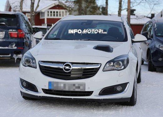 Opel Insignia foto spia dei nuovi muletti - Foto 3 di 9