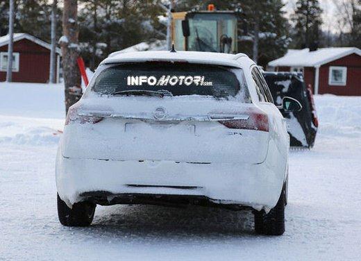 Opel Insignia foto spia dei nuovi muletti - Foto 4 di 9