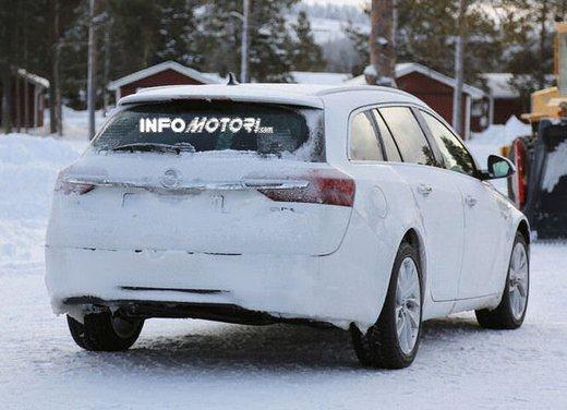 Opel Insignia foto spia dei nuovi muletti - Foto 6 di 9