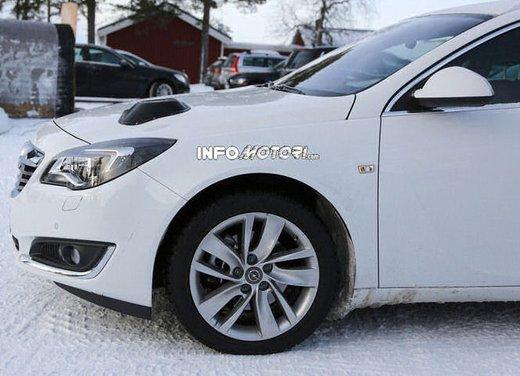 Opel Insignia foto spia dei nuovi muletti - Foto 7 di 9