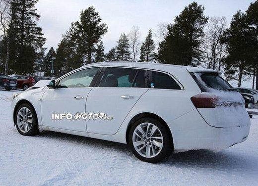Opel Insignia foto spia dei nuovi muletti - Foto 8 di 9