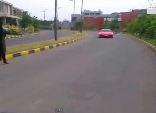 Bambino di 9 anni guida una Ferrari in video - Foto 9 di 9