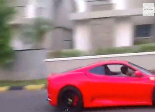 Bambino di 9 anni guida una Ferrari in video - Foto 6 di 9