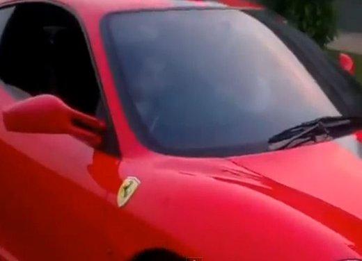 Bambino di 9 anni guida una Ferrari in video - Foto 8 di 9