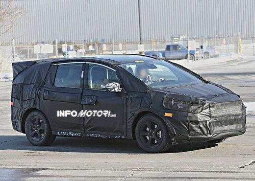 Ford S-Max foto spia della nuova generazione - Foto 11 di 14