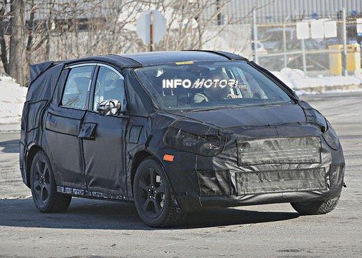 Ford S-Max foto spia della nuova generazione - Foto 12 di 14