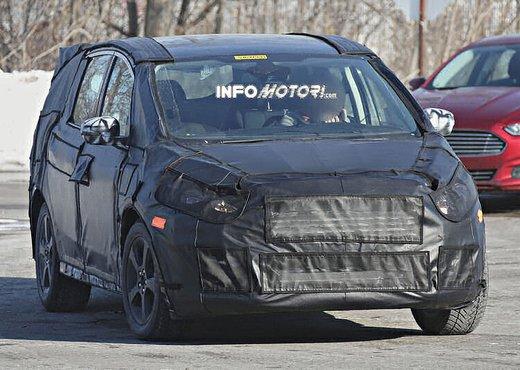 Ford S-Max foto spia della nuova generazione - Foto 13 di 14