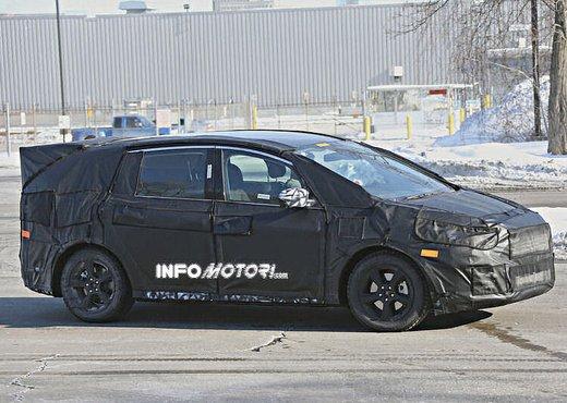 Ford S-Max foto spia della nuova generazione - Foto 1 di 14