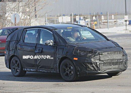 Ford S-Max foto spia della nuova generazione - Foto 3 di 14