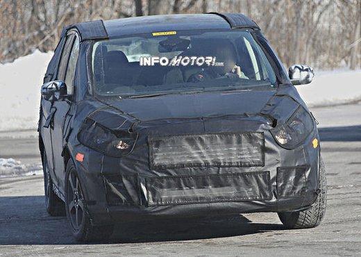 Ford S-Max foto spia della nuova generazione - Foto 4 di 14