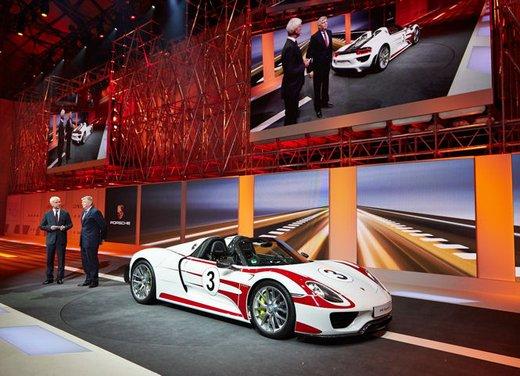 A Perugia la prima Porsche 918 Spyder per il mercato italiano - Foto 3 di 15