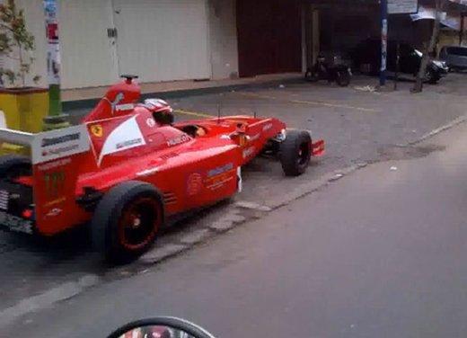 """Una monoposto di Formula 1 """"fatta in casa"""" per le strade indonesiane"""